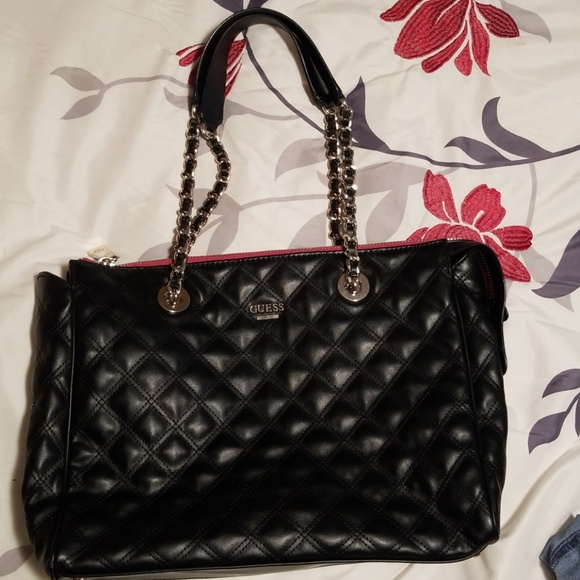 Guess Darin Elegant Quilted Chain Carryall